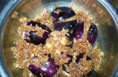 Cooking stuffed eggplant