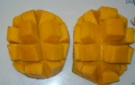 Ripe mangoes - Cut