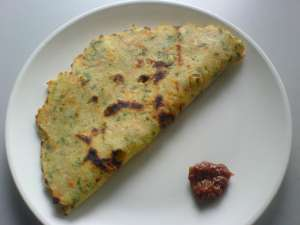 Mixed veg akki rotti - Rice flour flat bread with lemon pickle