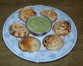 spicy appam - gundpangulu - paddu with coconut chutney