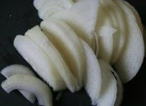 Sliced white onion